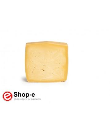 Caciocavallo cheese aged