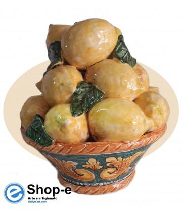 Cesto di limoni in ceramica di Caltagirone dipinto a mano