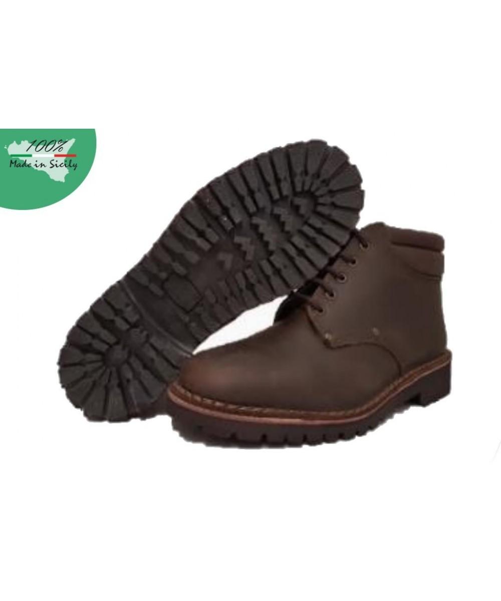 Stiefel aus dunkelbraunem Nubukleder