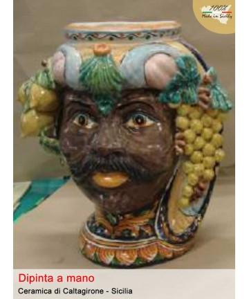 Testa di moro raffigurante uomo decorata a mano