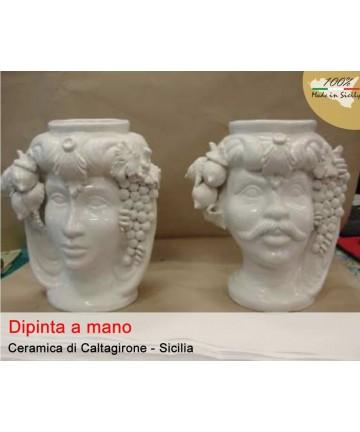 Dunkelbraun in weißer Caltagirone-Keramik