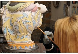 How Caltagirone ceramics are worked